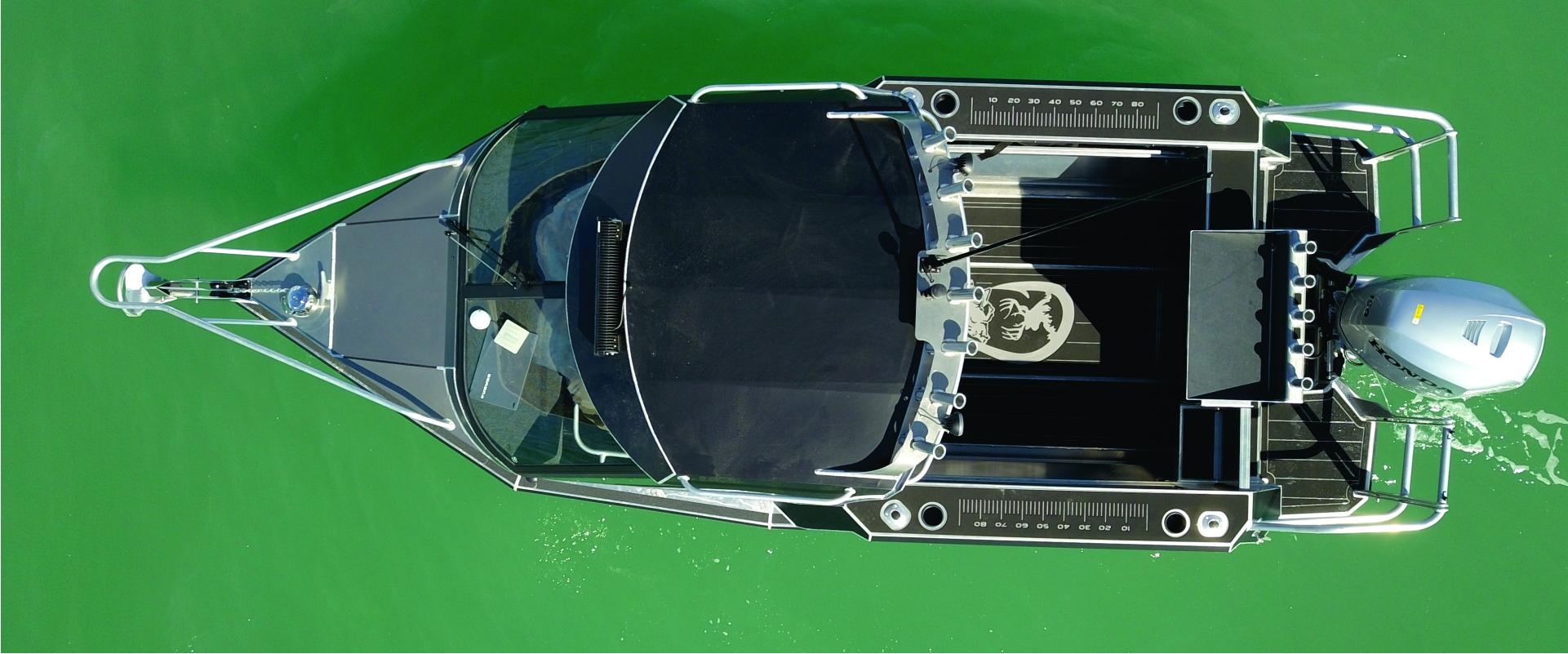 1920 x 800 desktop boat header gallery frank2